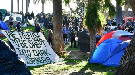 Protests break out over city plans to sweep homeless from Echo Park